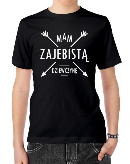 Koszulka dla chłopaka. Kolor koszulki czarny, napis mam zajebistą dziewczynę w kolorze białym.